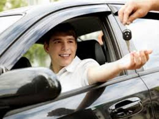 Menos edad del conductor y más edad del coche, igual a más probabilidad de accidente