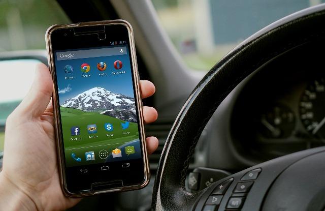 Continúa el aumento de accidentes como consecuencia del uso del móvil al volante