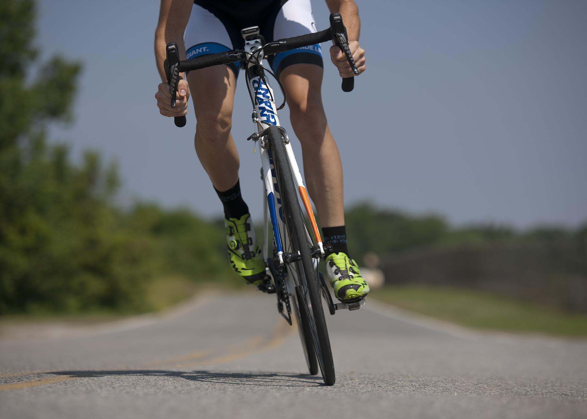 """Ciclismo  en carretera; """"Manifiesto Respeta y Convive"""" de Goldcar"""