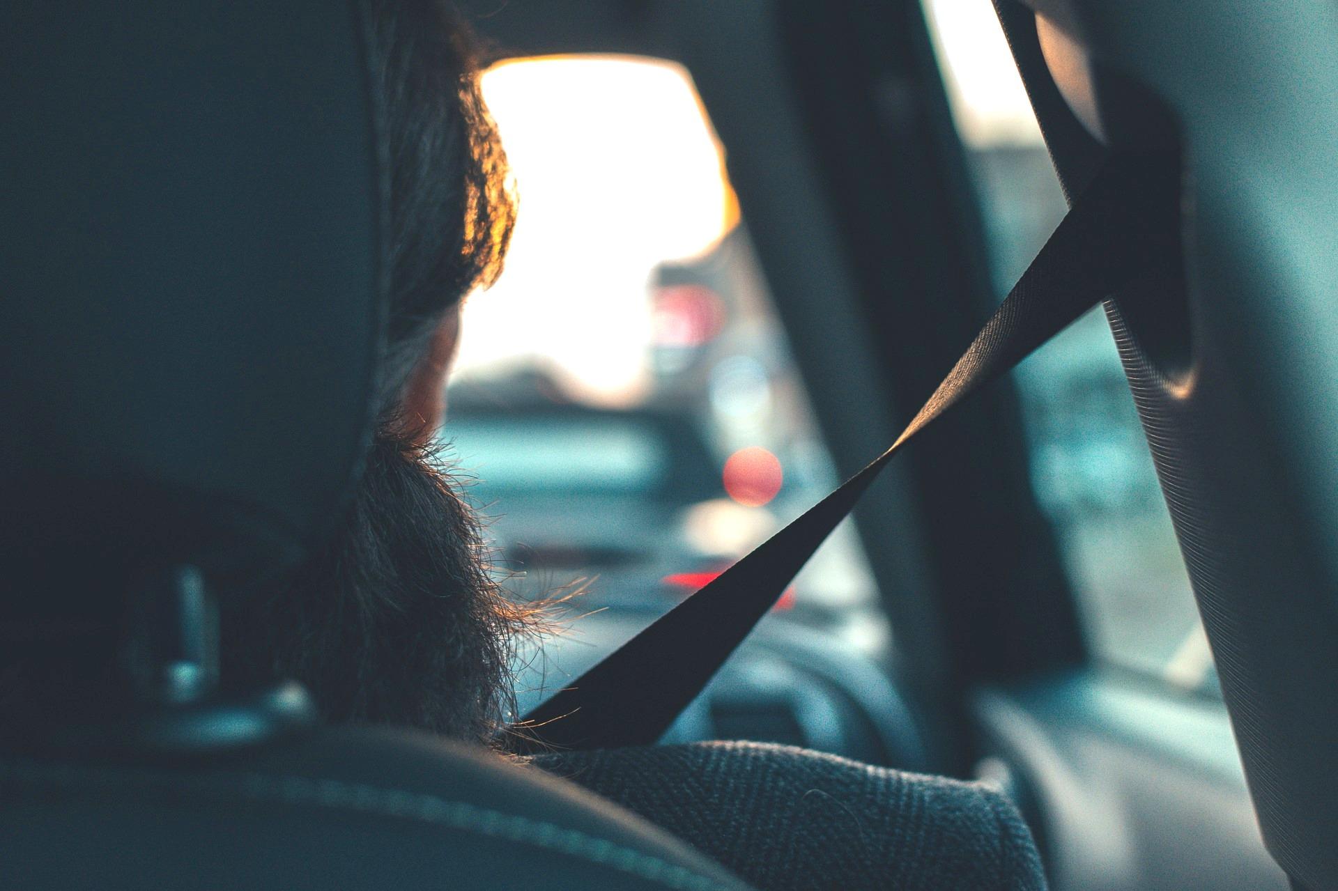 Pasajeros sin cinturón de seguridad. ¿Quién paga la multa?