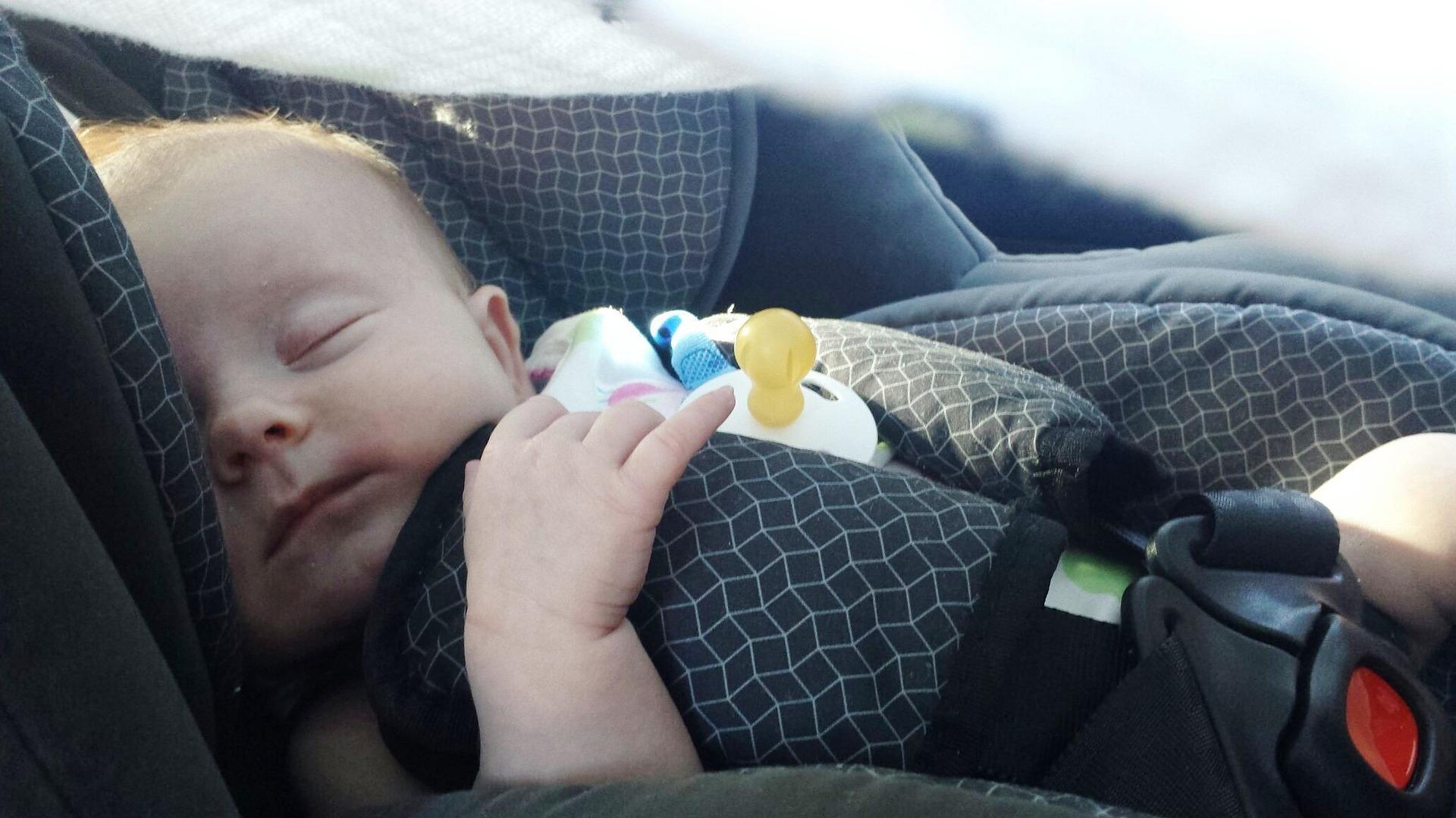 ¿Cuál es el asiento más seguro en el coche para el sistema de retención de nuestro hijo?